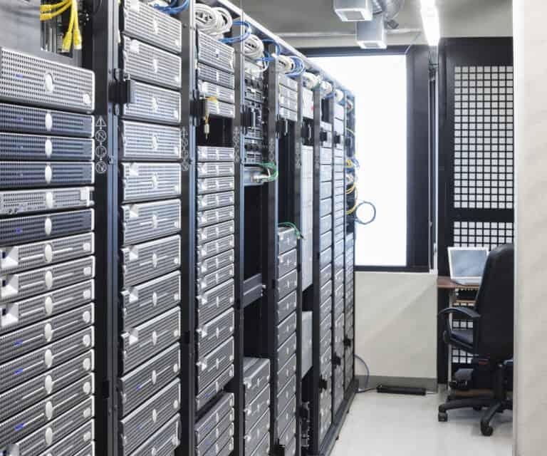 нает сървър сървърно помещение компютри